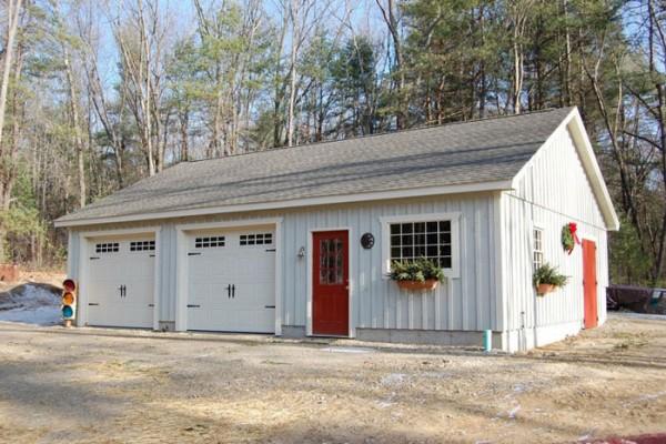 Garages sevigny custom barns post and beam for Garage workshop pictures